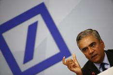 Anshu Jain, co-CEO of Deutsche Bank, attends a news conference in Frankfurt, Germany, April 27, 2015.  REUTERS/Kai Pfaffenbach