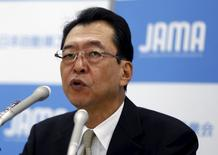 Honda Motor Co. Chairman and Japan Automobile Manufacturers Association (JAMA) head Fumihiko Ike attends a news conference in Tokyo May 21, 2015.  REUTERS/Issei Kato