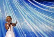 """Cantora Polina Gargarina, representando a Rússia, canta a música """"A Million Voices"""" durante ensaio para a competição musical Eurovision, em Viena. 22/05/2015 REUTERS/Leonhard Foeger"""