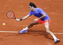Roger Federer of Switzerland plays a shot to Marcel Granollers of Spain during their men's singles match at the French Open tennis tournament at the Roland Garros stadium in Paris, France, May 27, 2015.             REUTERS/Vincent Kessler