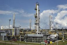 La planta de gas natual Las Malvinas en Cusco, Perú, ago 4 2014. El Gobierno peruano dijo el miércoles que espera licitar a fines de año la construcción de un ducto que transporte gas licuado de petróleo (GLP) hacia la capital, en una medida que adopta en medio de problemas de abastecimiento del combustible tras la ruptura de una línea clave y problemas en la producción local. REUTERS/Enrique Castro-Mendivil