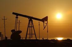 Станки-качалки в Баку 24 января 2013 года. Цены на нефть Brent растут после двухдневного снижения, хотя неофициальная статистика показала повышение запасов нефти в США на прошлой неделе. REUTERS/David Mdzinarishvili