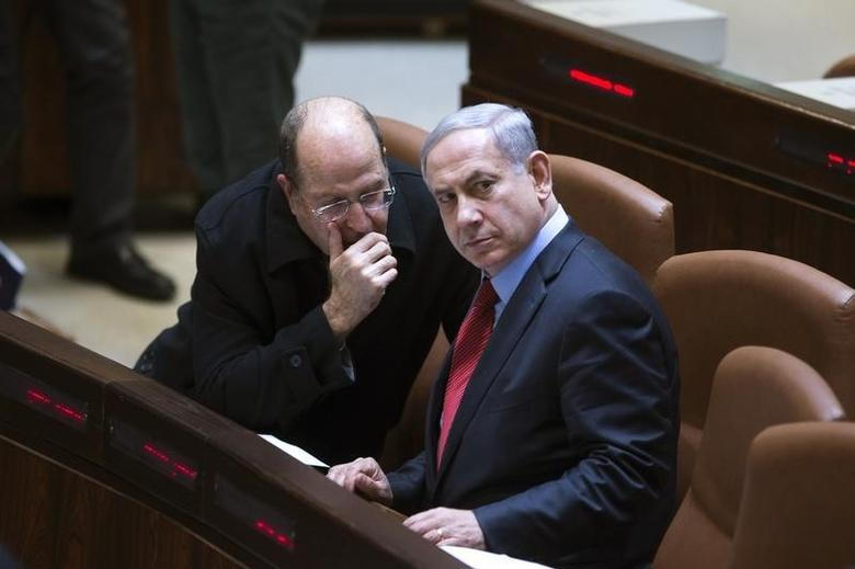 Israel's Defence Minister Moshe Yaalon (L) speaks with Prime Minister Benjamin Netanyahu during a session of the Knesset, the Israeli parliament, in Jerusalem December 1, 2014. REUTERS/Ronen Zvulun