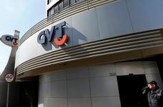 Vivendi a finalisé la vente de sa filiale brésilienne GVT au groupe espagnol Telefonica pour une valeur d'entreprise de 7,5 milliards d'euros. /Photo d'archives/REUTERS/Rodolfo Buhrer