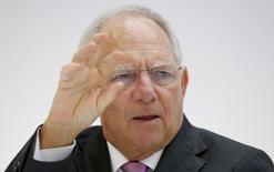 El ministro de Finanzas alemán, Wolfgang Schaeuble, asiste a una conferencia del G7, en Dresden, Alemania, 29 de mayo de 2015. Las señales positivas emitidas por Grecia en torno a alcanzar un acuerdo para recibir financiamiento a cambio de reformas no se han reflejado en las negociaciones con sus acreedores, dijo el viernes el ministro de Finanzas alemán Wolfgang Schaeuble. REUTERS/Fabrizio Bensch