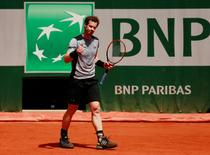 Tennis - French Open - Roland Garros, Paris, France - 30/5/15 Mens Singles - Great Britain's Andy Murray celebrates winning his third round match Action Images via Reuters / Jason Cairnduff Livepic