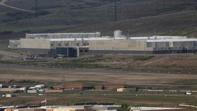 A National Security Agency (NSA) data gathering facility is seen in Bluffdale, about 25 miles (40 km) south of Salt Lake City, Utah May 18, 2015. REUTERS/Jim Urquhart
