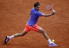 Suíço Roger Federer em Roland Garros. 01/06/2015    REUTERS/Jean-Paul Pelissier