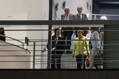 Chanceler alemã Merkel e outras autoridades se reúnem em Berlim. 1/6/2015. REUTERS/Hannibal Hanschke