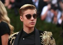 Canadian singer Justin Bieber arrives for the Metropolitan Museum of Art Costume Institute Gala 2015  in Manhattan, New York May 4, 2015.   REUTERS/Andrew Kelly