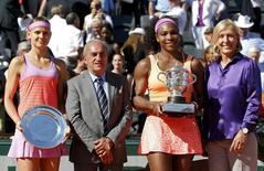 Serena Williams of the U.S. (2ndR) poses with Lucie Safarova of the Czech Republic (L), former tennis player Martina Navratilova (R) and French Tennis Federation (FFT) President Jean Gachassin (2ndR) during the trophy ceremony after she won their women's singles final match during the French Open tennis tournament at the Roland Garros stadium in Paris, France, June 6, 2015. REUTERS/Jean-Paul Pelissier