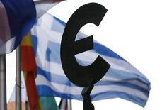"""Le président français François Hollande, la chancelière allemande Angela Merkel et le Premier ministre grec Alexis Tsipras se rencontreront mercredi à Bruxelles. Alexis Tsipras a déclaré vendredi que son gouvernement ne pouvait accepter les propositions """"absurdes"""" et """"irréalistes"""" qui lui ont été présentées cette semaine les créanciers de la Grèce et a dit vouloir croire à leur retrait. /Photo d'archives/REUTERS/François Lenoir"""