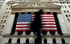 La Bourse de New York, qui a reculé sur les trois dernières séances, a ouvert mardi sans grand changement malgré la crainte des investisseurs de voir la Réserve fédérale relever ses taux d'intérêt dès le mois de septembre. L'indice Dow Jones perd 0,02%, à 17.763,48 points. Le Standard & Poor's 500, plus large, recule de 0,06% à 2.078,13 et le Nasdaq Composite cède 0,18% à 5.012,60. /Photo d'archives/REUTERS/Brendan McDermid