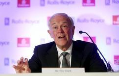 El presidente de Emirates, Tim Clark, habla en una conferencia de prensa en Londres, 17 de abril de 2015. La aerolínea Emirates estaría interesada en renovar su acuerdo para patrocinar la Copa del Mundo de la FIFA una vez que se haya aclarado el escándalo de corrupción que afecta a la institución rectora del fútbol mundial, dijo el presidente de la compañía el martes. REUTERS/Neil Hall