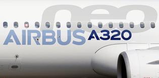 Airbus compte toujours certifier et livrer l'A320neo, version remotorisée du monocouloir de l'avionneur européen, d'ici la fin de l'année, a déclaré le PDG de l'avionneur Fabrice Brégier. /Photo d'archives/REUTERS/Régis Duvignau