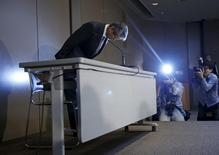 Toshiba Corp President and Chief Executive Officer Hisao Tanaka (L) bows deeply as the start of a news conference on panel to examine accounting issues in Tokyo, Japan, in this May 15, 2015 file photo. REUTERS/Issei Kato/Files