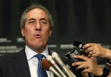 U.S. Trade Representative Michael Froman speaks to reporters after a meeting with Japan's Economics Minister Akira Amari in Tokyo April 19, 2015. REUTERS/Yuya Shino