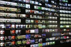 Le gouvernement a fait adopter mardi en commission parlementaire un amendement à la future loi sur la croissance et l'activité visant à relever la taxe prélevée par l'Etat en cas de revente d'une fréquence d'un canal de la télévision numérique terrestre (TNT). /Photo d'archives/REUTERS/Lisi Niesner
