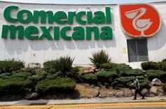 Un local de la minorista Comercial Mexicana en Ciudad de México, mayo 14 2010. La minorista Comercial Mexicana (Comerci) convocó el miércoles a sus accionistas para una asamblea donde discutirán una propuesta para dividir la compañía, como parte del proceso de venta de activos que acordó a principios del año con su rival Soriana.  REUTERS/Eliana Aponte