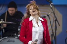 "Singer Florence Welch of Florence and the Machine performs on ABC TV's ""Good Morning America"" in Central Park in the Manhattan borough of New York June 5, 2015.    REUTERS/Carlo Allegri"