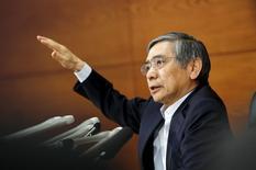 Presidente do BC japonês, Haruhiko Kuroda, durante coletiva de imprensa na sede do BC em Tóquio. 19/06/2015 REUTERS/Thomas Peter