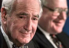 Ralph Roberts (L)  at a press conference in New York, March 22, 1999. Reuters Photographer