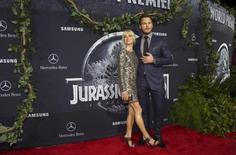 "Cast member Chris Pratt and his wife actress Anna Faris pose at the premiere of ""Jurassic World"" in Hollywood, California, June 9, 2015.  REUTERS/Mario Anzuoni"