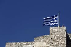 Bandeira grega vista em Atenas.  14/06/2015    REUTERS/Kostas Tsironis