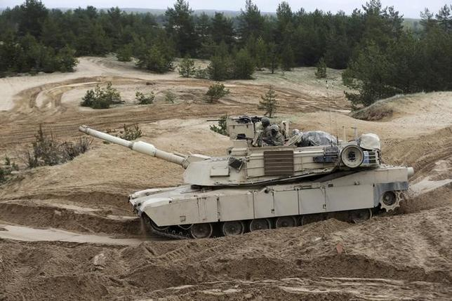 U.S. soldiers of the 2nd Battalion, 7th Infantry Regiment, ''Cottonbalers'', who are deployed in Latvia, take part in a training exercise with M1A2 ''Abrams'' tank in Adazi military base, Latvia, May 7, 2015. REUTERS/Ints Kalnins