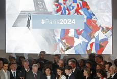 Atletas e autoridades francesas lançam candidatura da cidade aos Jogos de 2024. 23/06/2015 REUTERS/Christian Hartmann