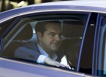 Primeiro-ministro da Grécia, Alexis Tsipras, deixa a sede da Comissão Europeia, após reunião em Bruxelas, na Bélgica, nesta quarta-feira. 24/06/2015 REUTERS/Yves Herman