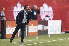 John Herdman gives instructions to his players at BC Place. Joe Nicholson-USA TODAY Sports - Oct 28, 2014;