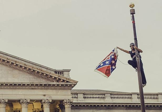 """Résultat de recherche d'images pour """"take down the confederate flag capitol"""""""