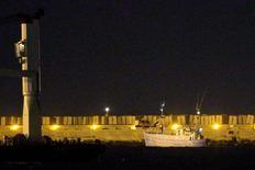 Barco pró-palestinos é escoltado para porto de Ashdod, sul de Israel.  29/6/2015.   REUTERS/Amir Cohen