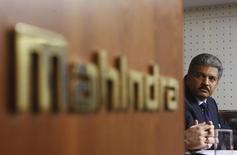 Anand Mahindra, le président du groupe Mahindra & Mahindra. Airbus Group et le groupe indien ont annoncé vendredi avoir conclu un accord en vue de construire des hélicoptères militaires en Inde et de répondre aux nombreux appels d'offres des forces armées du pays. /Photo d'archives/REUTERS/Danish Siddiqui