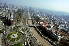 Imagen de archivo de Santiago de Chile, ago 21 2008. Los fondos de pensiones chilenos registraron en junio una caída en su rentabilidad, afectados por un negativo desempeño de las inversiones en renta variable y fija, tanto local como extranjera, dijo el lunes el regulador del sector. REUTERS/Victor Ruiz Caballero/Files