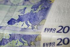 Les rythmes de croissance des grandes économies sont toujours en voie de convergence, avec une consolidation qui se confirme en zone euro, notamment en France et en Italie, et un infléchissement aux Etats-Unis, selon l'Organisation de coopération et de développement économiques (OCDE). /Photo d'archives/REUTERS/Alkis Konstantinidis