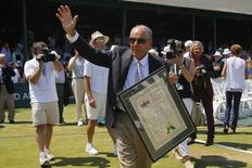 Coach Nick Bollettieri waves to the crowd after being inducted into the International Tennis Hall of Fame in Newport, Rhode Island July 12, 2014. REUTERS/Brian Snyder