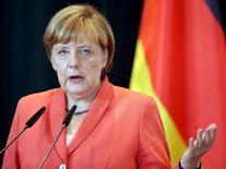 """La chancelière allemande, Angela Merkel, a réaffirmé jeudi, dans la capitale bosniaque, qu'une décote """"classique"""" sur la dette grecque vis-à-vis de ses créanciers européens était hors de question. /Photo prise le 8 juillet 2015/REUTERS/Arben Celi"""