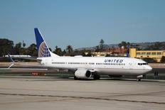 Um Boeing 737-800 da United Airlines chega ao aeroporto internacional de San Diego. 13/02/2015 REUTERS/Louis Nastro