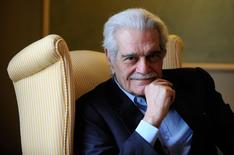 "Egyptian actor Omar Sharif poses for a photograph during the presentation of his latest film entitled ""Disparadme"" at a hotel in Aviles, northern Spain, in this file photo from June 16, 2009. REUTERS/Eloy Alonso/Files"