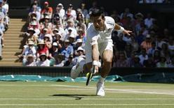 Novak Djokovic contra Richard Gasquet na semifinal de Wimbledon. 10/07/2015                                 REUTERS/Adrian Dennis