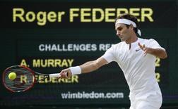 Roger Federer enfrenta Andy Murray na semifinal de Wimbledon. 10/07/2015      REUTERS/Stefan Wermuth