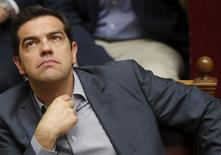 El primer ministro griego, Alexis Tsipras, reacciona durante una votación en el Parlamento de Atenas, el 11 de julio de 2015. Tsipras recibió el sábado el apoyo de los legisladores a dolorosas reformas, pero no estaba claro si esto sería suficiente para asegurar un rescate de Alemania y otros ministros de la zona euro que se reunirán más tarde en Bruselas.REUTERS/Christian Hartmann