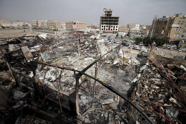 A general view shows a wedding hall destroyed by a Saudi-led air strike in Yemen's capital Sanaa July 12, 2015. REUTERS/Mohamed al-Sayaghi