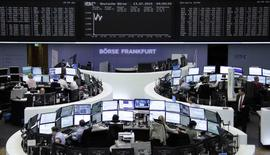 Помещение фондовой биржи во Франкфурте-на-Майне. 13 июля 2015 года. Европейские фондовые рынки растут благодаря соглашению Греции с кредиторами. REUTERS/Remote/Staff