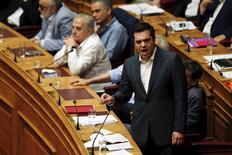 Primeiro-ministro grego, Alexis Tsipras, pronuncia discurso durante sessão no Parlamento, na madrugada de quinta-feira (horário local), em Atenas, na Grécia. 15/07/2015 REUTERS/Alkis Konstantinidis