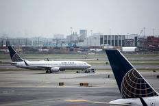 Aeronave da United Airlines em aeroporto de Nova Jersey, nos Estados Unidos.   08/07/2015   REUTERS/Eduardo Munoz