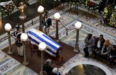 Corpo do ex-jogador uruguaio Alcides Ghiggia é velado no Palácio Legislativo, em Montevidéu, no Uruguai, nesta sexta-feira. 17/07/2015 REUTERS/Andres Stapff