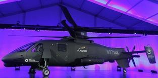 Hélicptère Sikorsky S-97 RAIDER. Le groupe américain d'aéronautique et de défense Lockheed Martin aurait trouvé un accord pour le rachat des hélicoptères Sikorsky à son compatriote United Technologies pour plus de huit milliards de dollars (7,2 milliards d'euros). /Photo prise le 2 octobre 2014/REUTERS/Andrew Innerarity